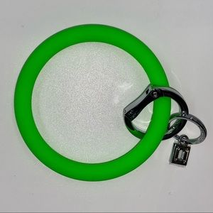"""O-Venture """"In The Grass"""" Green Silicone Key Ring"""